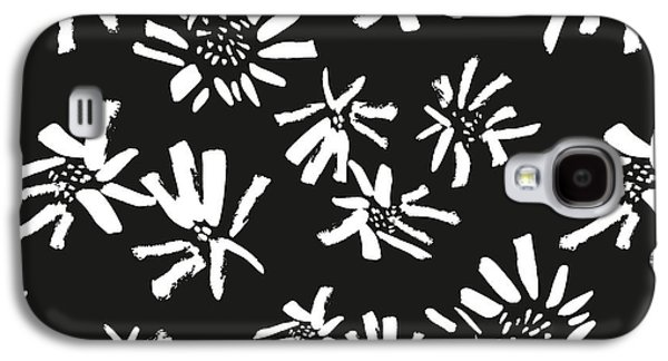 White Flowers On The Black Galaxy S4 Case
