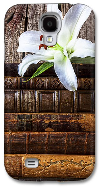 White Lily On Antique Books Galaxy S4 Case
