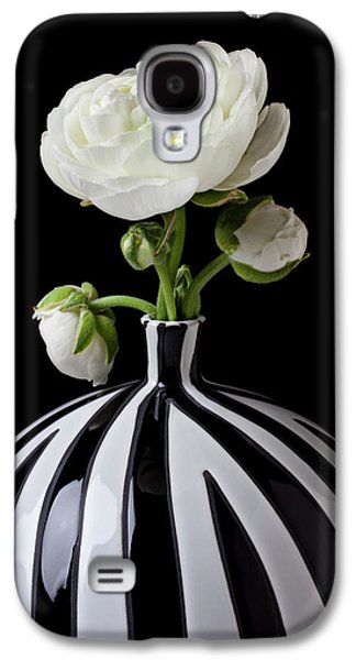 White Ranunculus In Black And White Vase Galaxy S4 Case by Garry Gay