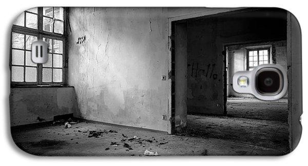 Window To Window - Abandoned School Building Bw Galaxy S4 Case by Dirk Ercken