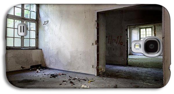 Window To Window - Abandoned School Galaxy S4 Case by Dirk Ercken