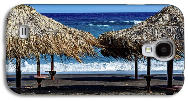 Wood Thatch Umbrellas On Black Sand Beach, Perissa Beach, In Santorini, Greece Galaxy S4 Case