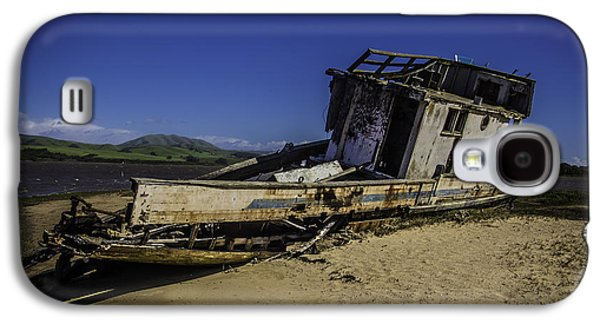Wrecked On A Sand Bar Galaxy S4 Case by Garry Gay
