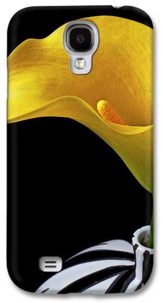 Lily Galaxy S4 Case - Yellow Calla Lily In Black And White Vase by Garry Gay