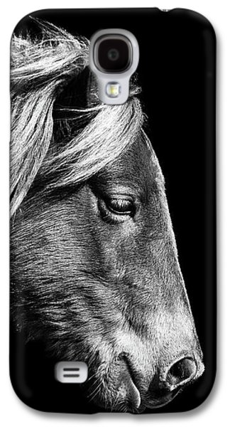 Galaxy S4 Case featuring the photograph Assateague Pony Sarah's Sweet Tea B And W by Bill Swartwout Fine Art Photography
