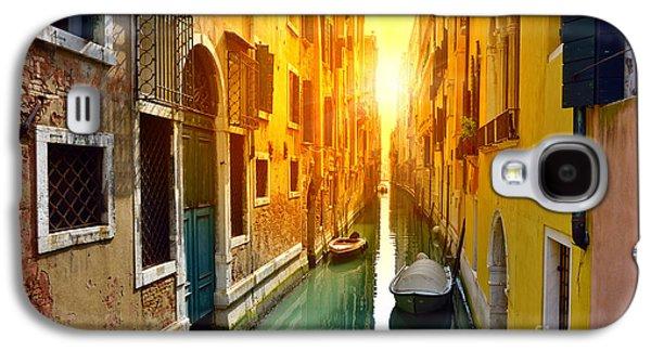 International Travel Galaxy S4 Case - Venice Canal At Sunrise. Tourists From by Oleg Znamenskiy