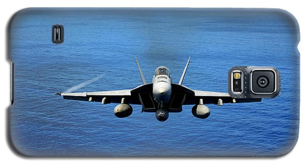 Galaxy S5 Case featuring the photograph  A Fa-18 Hornet Demonstrates Air Power. by Paul Fearn