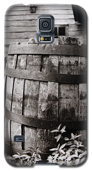 Galaxy S5 Case featuring the photograph  Ephrata Cloisters Barrel by Jacqueline M Lewis
