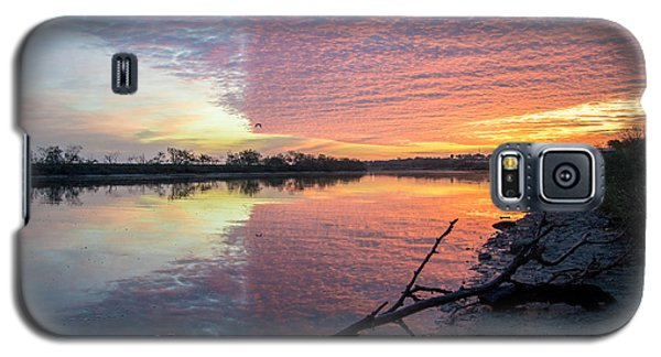River Glows At Sunrise Galaxy S5 Case