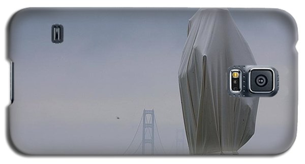 Galaxy S5 Case featuring the photograph  Veil Monument by Randy Pollard