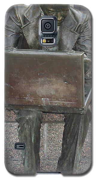 Galaxy S5 Case featuring the photograph  Wall Street Memorial Statue by John Telfer
