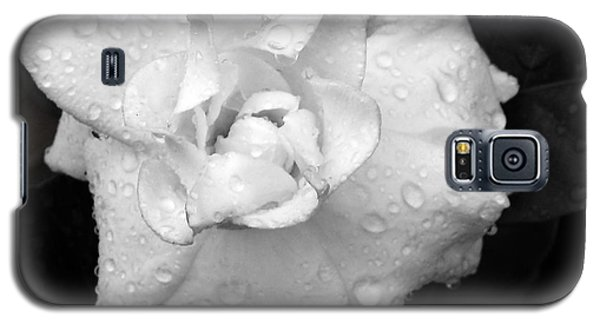 Galaxy S5 Case featuring the photograph  White Drops by Michelle Meenawong