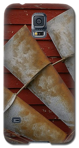 Galaxy S5 Case featuring the photograph  Windfan Leaning by Randy Pollard