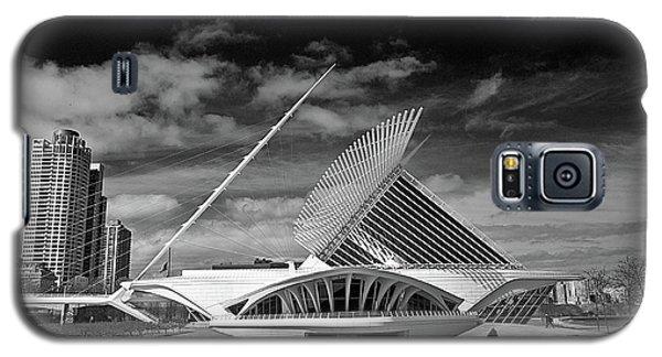 0352 Milwaukee Art Museum Infrared Galaxy S5 Case