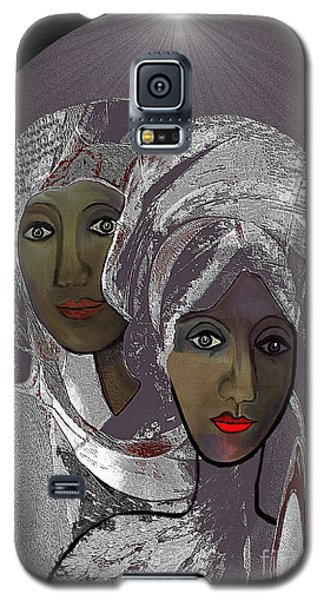 065 - White Veiled Ladies   Galaxy S5 Case by Irmgard Schoendorf Welch