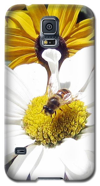 Galaxy S5 Case featuring the photograph Beecause by Janice Westerberg