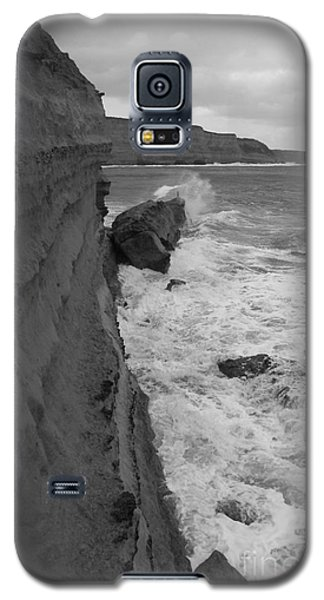 Galaxy S5 Case featuring the photograph Breaking by Amanda Holmes Tzafrir