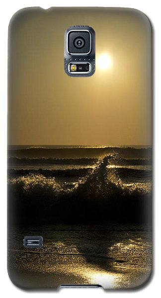 Galaxy S5 Case featuring the photograph Breaking Waves by Skip Tribby