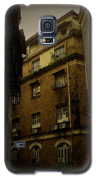 Galaxy S5 Case featuring the photograph Crime Alley by Salman Ravish