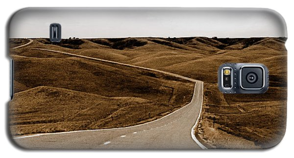 Galaxy S5 Case featuring the photograph Dakota Highway 1804 by Thomas Bomstad