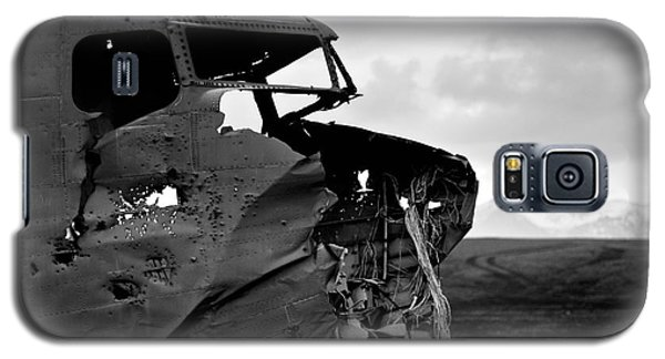 Galaxy S5 Case featuring the photograph Dc 3 Iceland by Gunnar Orn Arnason