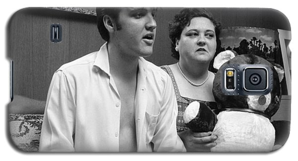 Elvis Presley And His Mother Gladys 1956 Galaxy S5 Case by The Harrington Collection