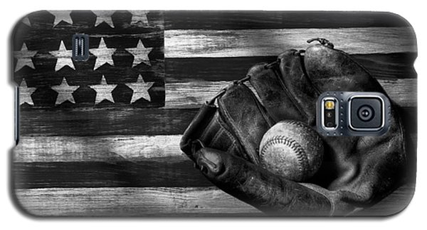 Folk Art American Flag And Baseball Mitt Black And White Galaxy S5 Case