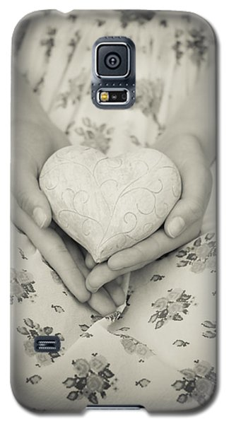 Hands Holding A Heart Galaxy S5 Case