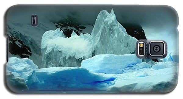 Galaxy S5 Case featuring the photograph Iceberg by Amanda Stadther