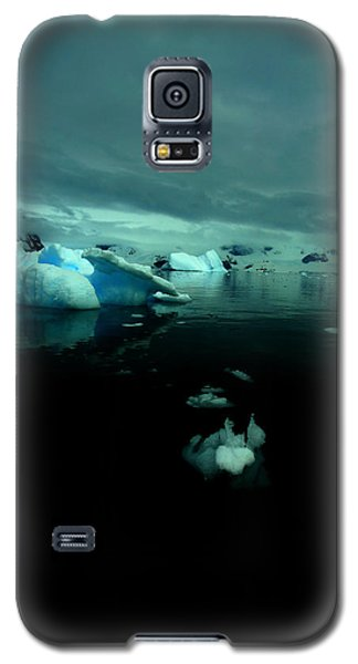 Galaxy S5 Case featuring the photograph Icebergs by Amanda Stadther