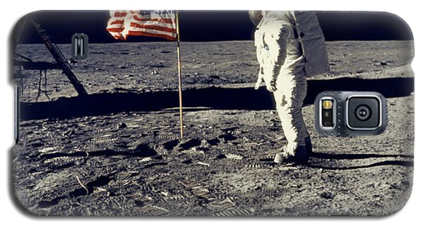 Man On The Moon Galaxy S5 Case by Neil Armstrong/Underwood Archive
