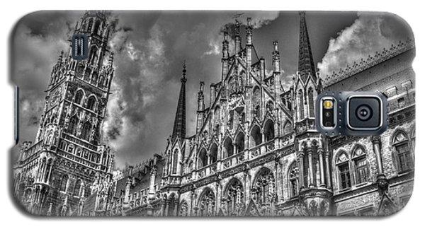 Galaxy S5 Case featuring the photograph Marienplatz In Munich by Joe  Ng