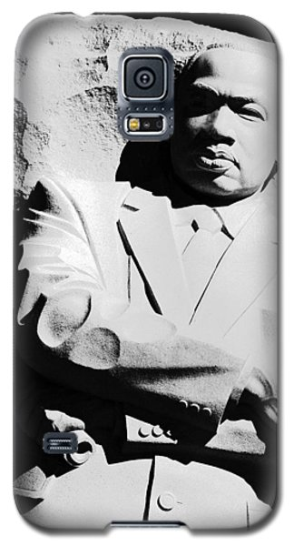 Galaxy S5 Case featuring the photograph Martin Luther King Memorial by Cora Wandel