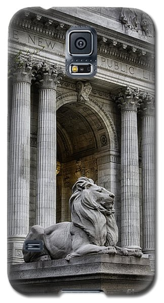 Ny Library Lion Galaxy S5 Case by Jerry Fornarotto