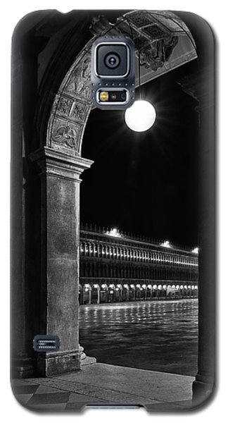 Galaxy S5 Case featuring the photograph Piazza San Marco 2 by Marion Galt