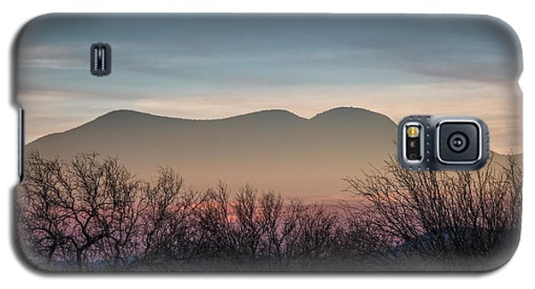 Galaxy S5 Case featuring the photograph Pink In The Valley by Beverly Parks