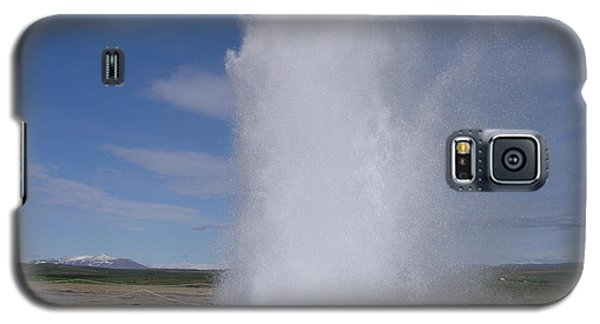 Galaxy S5 Case featuring the photograph Strokkur by Christian Zesewitz