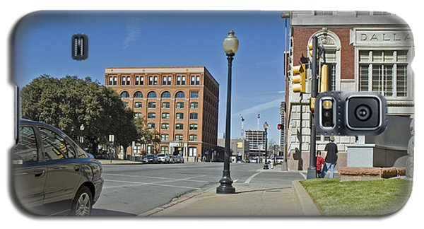 Galaxy S5 Case featuring the photograph Texas School Book Depository by Charles Beeler