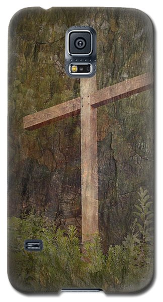 Galaxy S5 Case featuring the photograph The Cross by Cindy Wright