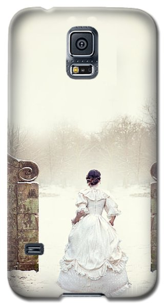 Victorian Woman In Snow Galaxy S5 Case