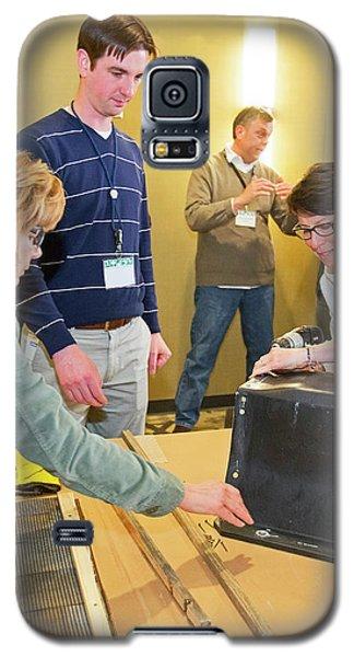 Volunteers Making Bat Houses Galaxy S5 Case by Jim West