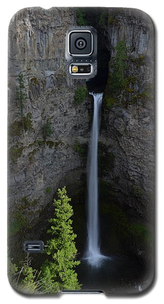 Galaxy S5 Case featuring the photograph Waterfall In Banff by Yue Wang