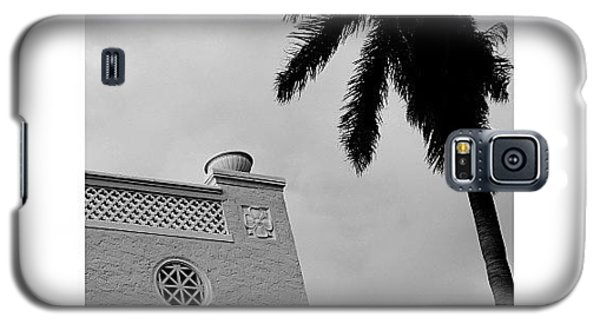 Iger Galaxy S5 Case - {miami Beach's Art Deco}  In 1979 by Joel Lopez