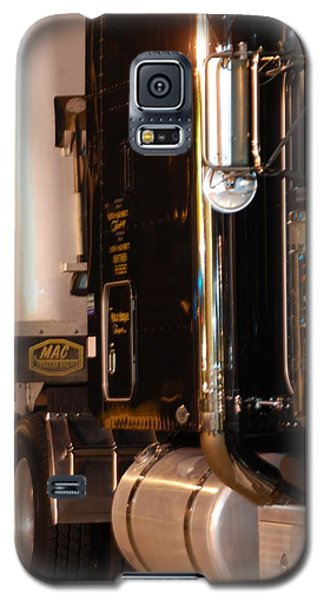 Galaxy S5 Case featuring the photograph 18 Wheeler 02 by Ramona Whiteaker
