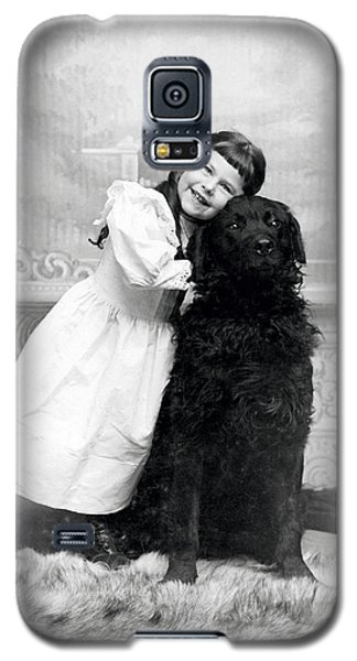 1890 Happy Girl And Her Retriever  Galaxy S5 Case by Historic Image