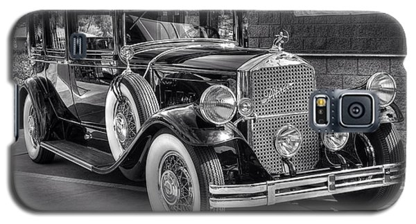 Galaxy S5 Case featuring the photograph 1931 Pierce Arrow Black And White by Kevin Ashley