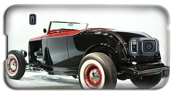 Galaxy S5 Case featuring the photograph 1932 Ford Deuce Roadster by Gianfranco Weiss