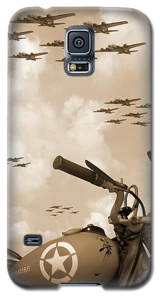 Bicycle Galaxy S5 Case - 1942 Indian 841 - B-17 Flying Fortress' by Mike McGlothlen
