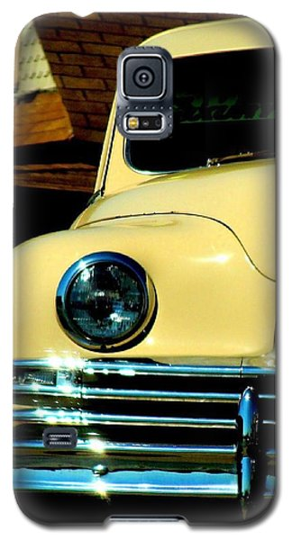 Galaxy S5 Case featuring the photograph 1950 Yellow Packard by Janette Boyd