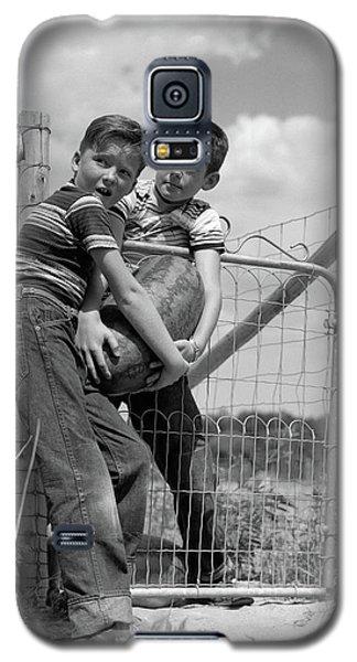 1950s Two Farm Boys In Striped T-shirts Galaxy S5 Case